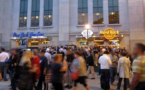 ヤンキースタジアム 公式ショップとHRC.JPG