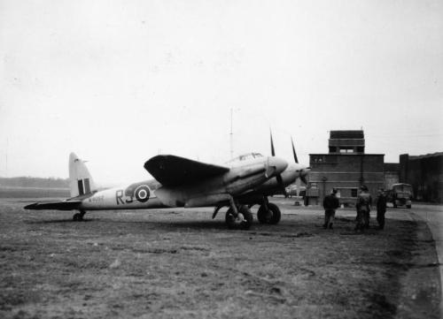 De_Havilland_Mosquitoat_NF_II_at_RAF_Predannack.jpg