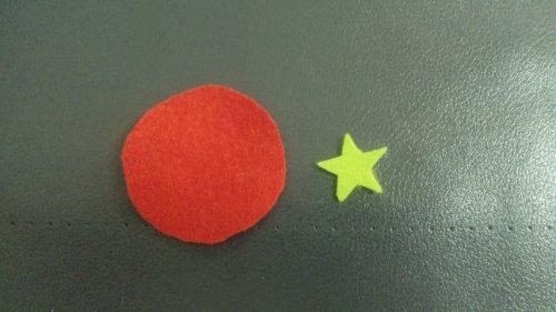 すべての講義 二歳児 本 : 赤いフェルトの縁を1本取りの ...