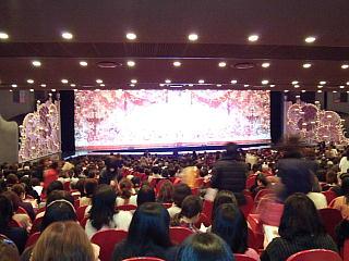 CAI_130107_0468宝塚歌劇大劇場舞台と客席QVGA.JPG
