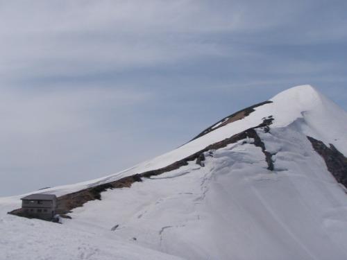 かいらぎ山荘と北股岳.JPG