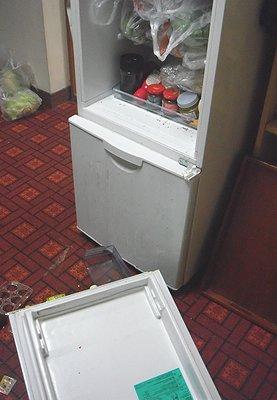 壊れた冷蔵庫.JPG