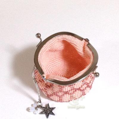 ビーズ編みのがまぐち 口を開くと円筒状