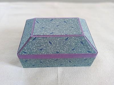 立体的なフタの箱.jpg