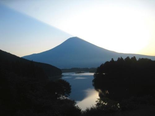 03富士山の影.JPG