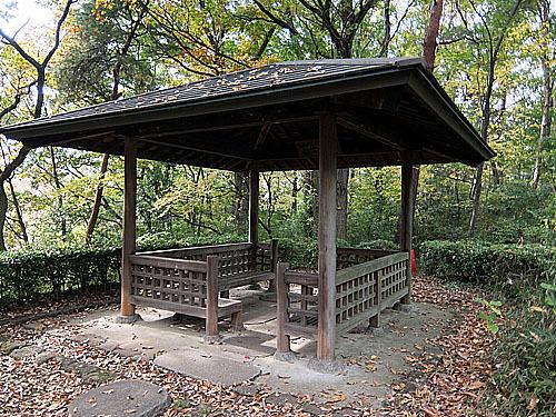 桜ヶ丘公園のあずま屋-こならの...