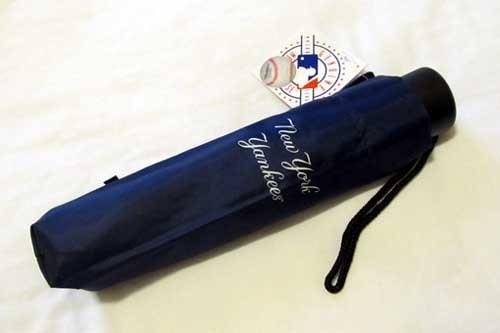 ヤンキース折りたたみ傘.JPG